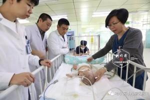 媒体报道慈爱父亲突然性情大变导致俩月大婴儿30%烫伤颅内出血