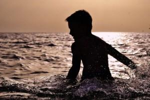 初学游泳怎么浮起来初学游泳的技巧